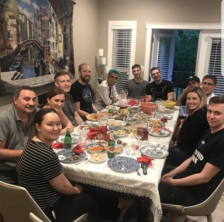 برای دیدن سایز بزرگ روی عکس کلیک کنید  نام: babaev dinner - dotabaz.jpg مشاهده: 109 حجم: 153.2 کیلو بایت
